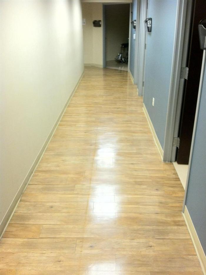 Wood flooring with matte finish after the removal of high gloss using a side by side.